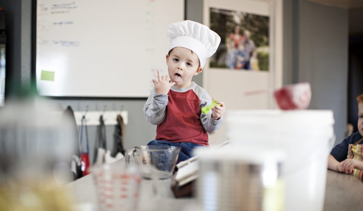 boy-baking-in-the-kitchen_t20_z2b9EQ