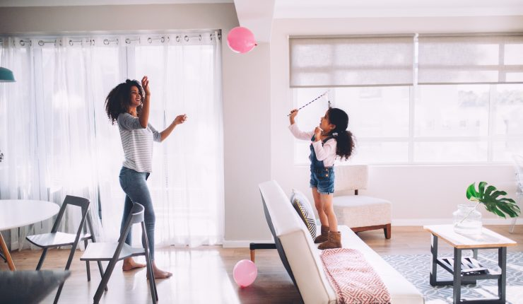 playing-fun-joy-balloon-family-mother-daughter-happy-kids-toy_t20_wQmeje