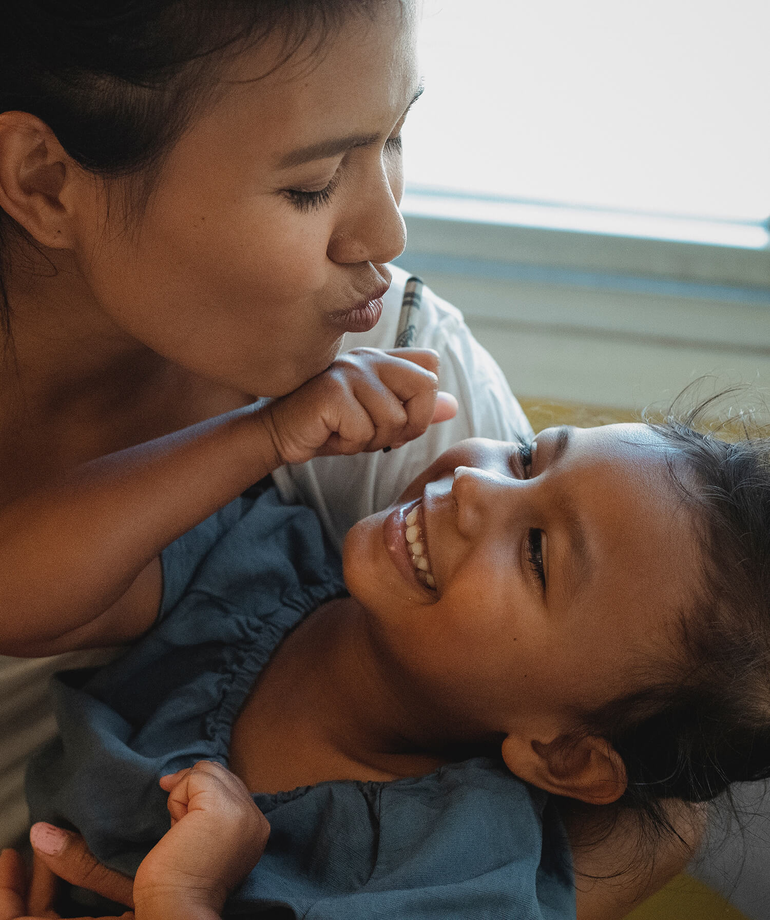 Madre e Hija Besos